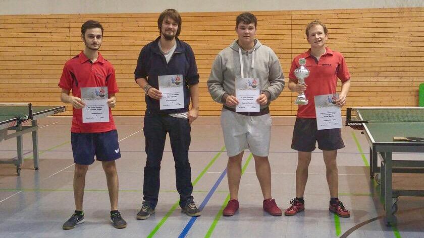 Furkan Dogan, Eike Schröder (beide 3. Platz), Nico Koschade (2. Platz) und Sieger Kevin Bohley